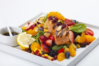 DeliverLean Spinach_Salad_w_Grilled_Salmon